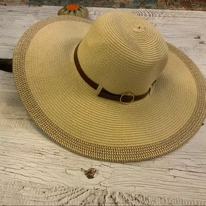 Accessories - Large brim cream colored  hat w/Decorative detail